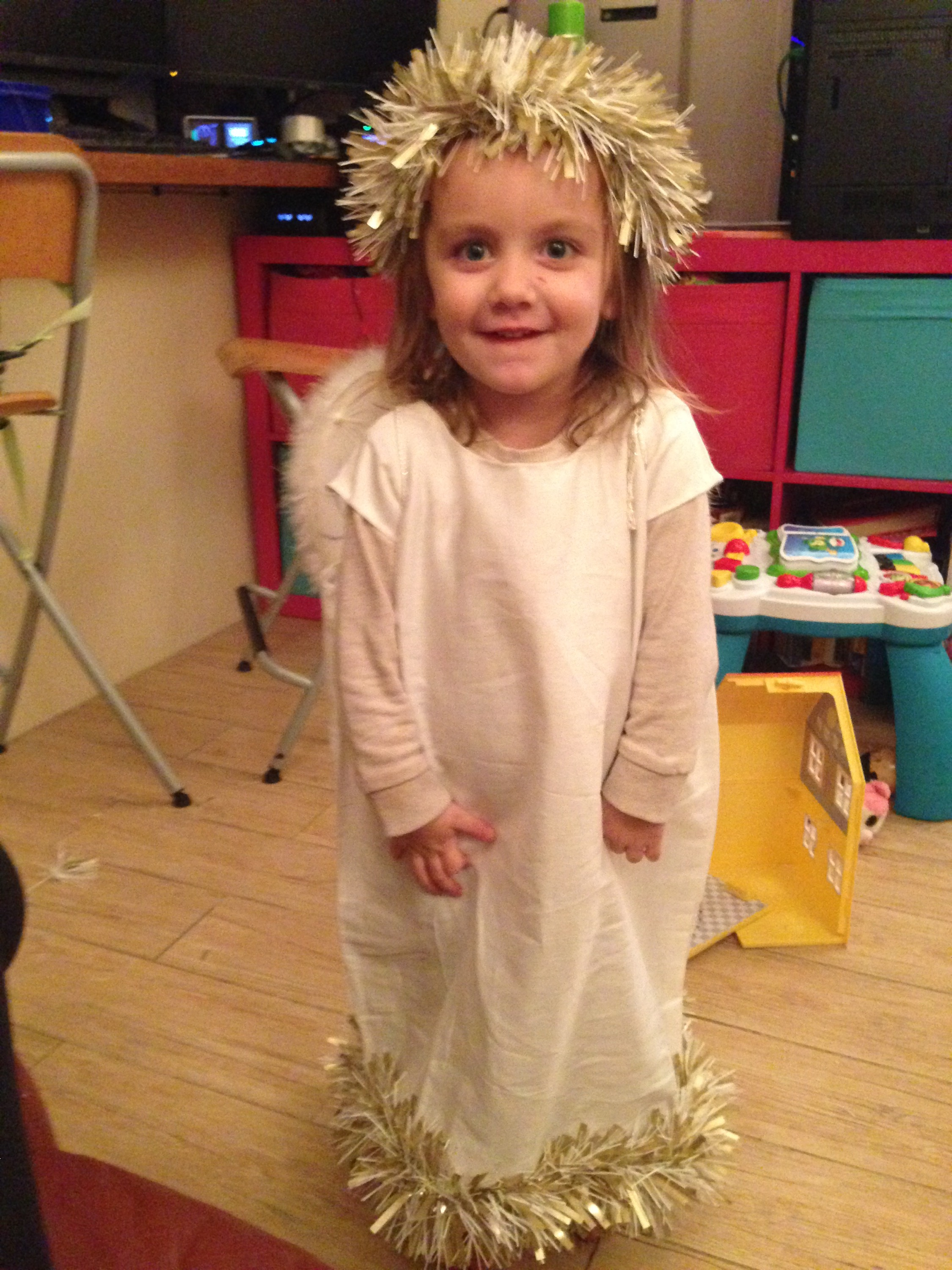 How to make an angel outfit from a pillowcase life with pink this was my first attempt at making a nativity costume all by myself i am so incredibly proud and it only took a few hours to complete the day before she solutioingenieria Choice Image