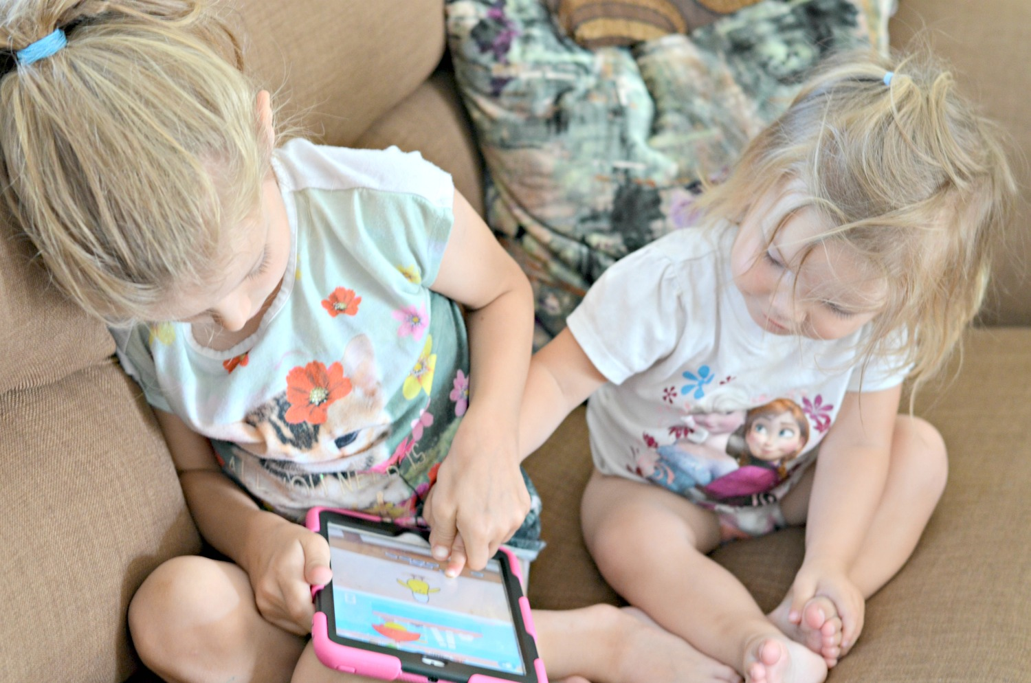 sisters, daughters, fun, parenting, ipad, sharing, bonding, cute, my sunday photo, early morning, sunday, girls